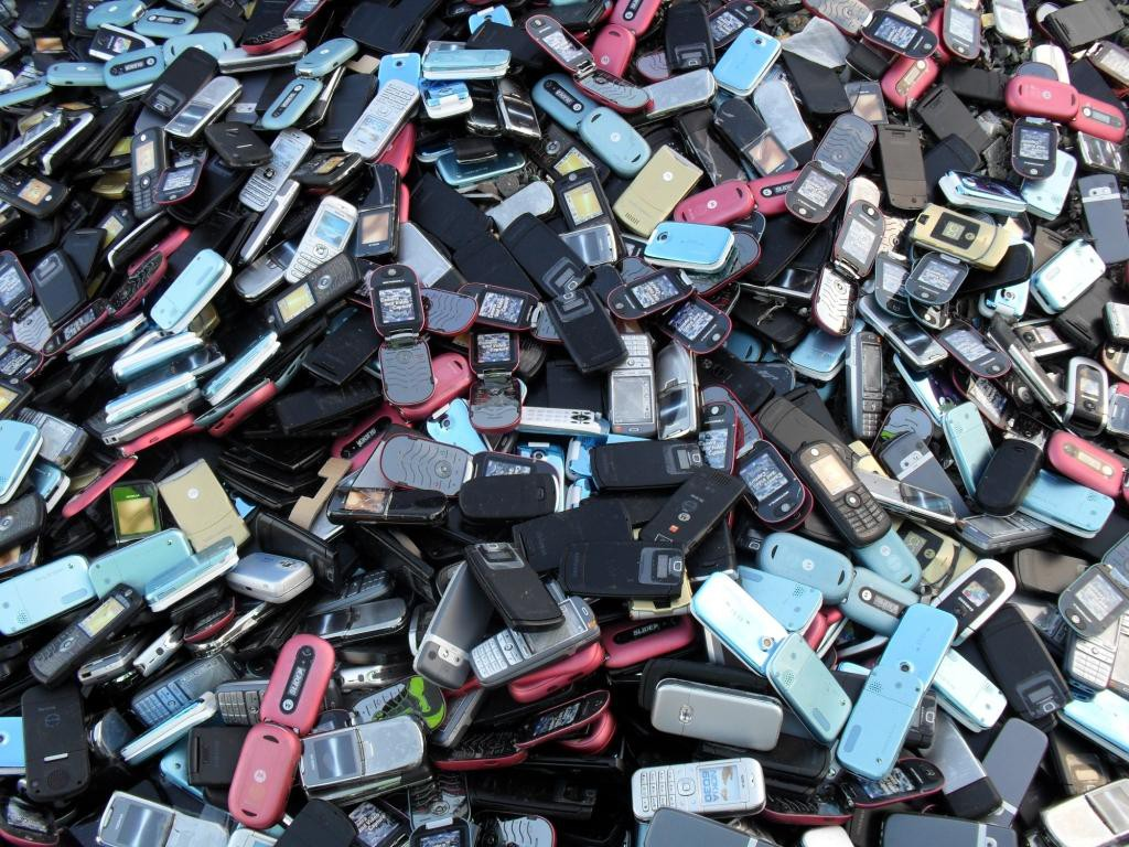 mobile phone recycling Greensafeit is a expert in mobile phone recycling.